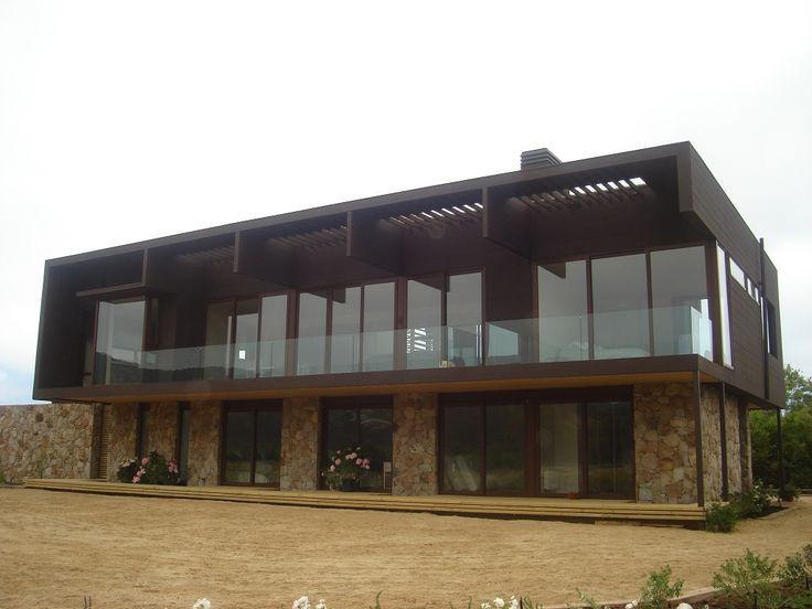 Casa en Cachagua. Proyecto realizado en base a ventanas de pvc de las líneas Softline color nogal. Fabricante: CP GLASS