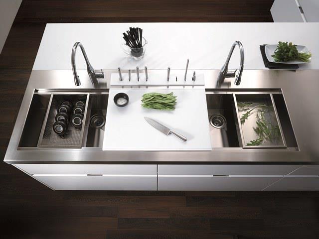 Oltre 25 fantastiche idee su organizzazione lavello cucina - Portacoltelli ikea ...