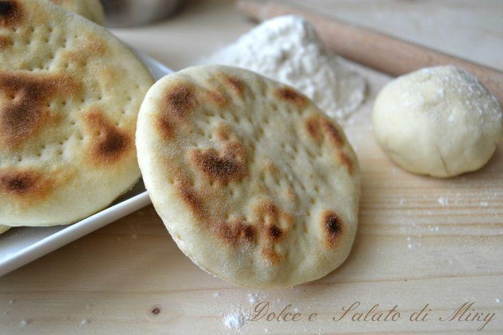 Focaccine veloci in padella  Avete dimenticato di comprare il pane? Soluzione veloce per cena!
