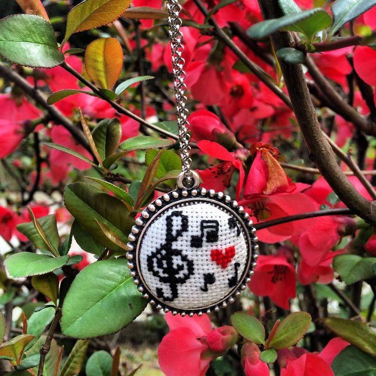 #kolye #nota #solanahtari #crossstich #etaminkolye #kolyeucu #kişiyeözel #kisiyeozel #tasarım #design #kanaviçe #kanavicekolye #kanavice #hediyelik #hediye #nota