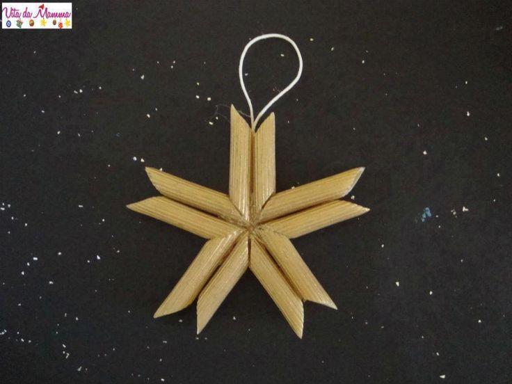 étoile de noël réalisée avec des pennes . peuvent être peintes.