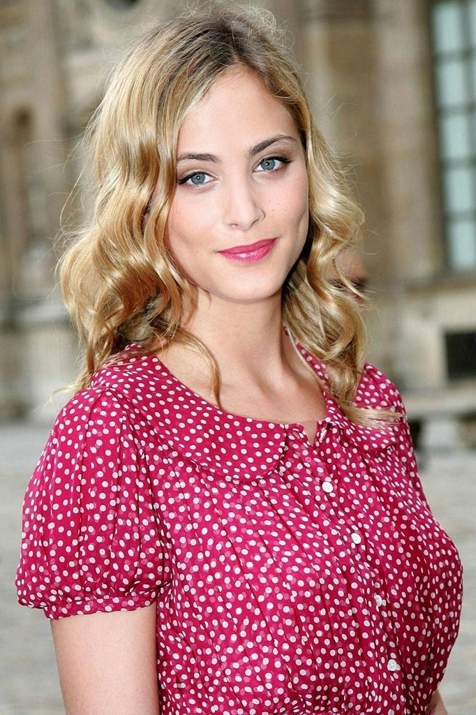 Sweet Nora Arnezeder