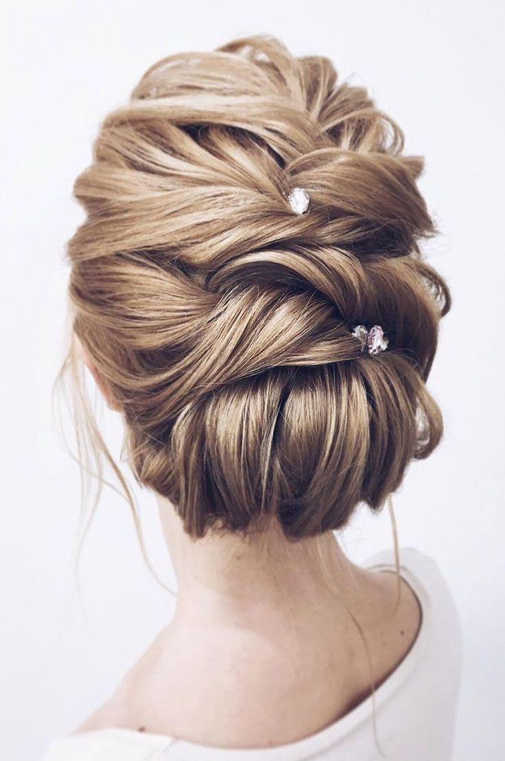 wedding updos for medium length hair,elegant wedding updos,updo hairstyles,prom hairstyles #weddingupdo #weddinghairstyles