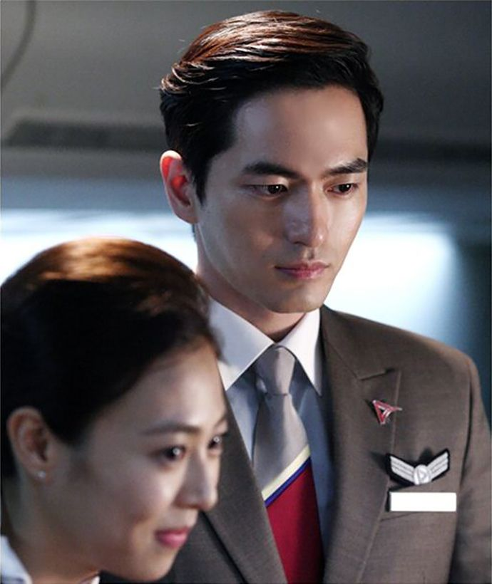 """""""The Time We Were Not In Love"""": Ha Ji Won & Lee Jin Wook's SBS Midnight TV Interview + The Oh Family + Choo Soo Hyun Crushes On Our Hero In Uniform   Couch Kimchi"""