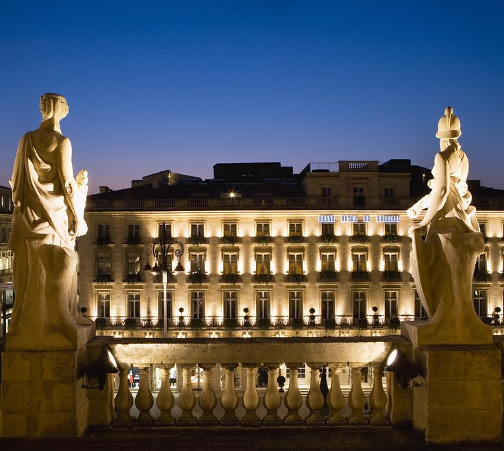 Le Grand Hôtel de Bordeaux - Facade de nuit http://www.tourisme.fr/93/office-de-tourisme-bordeaux.htm