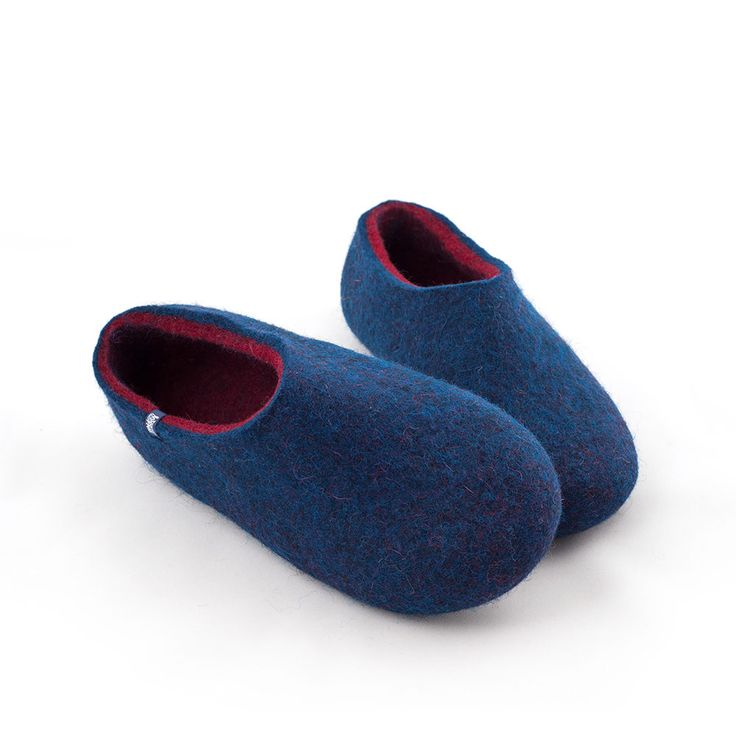 Our new blue wool slippers have color shades that you cannot resist!The fibers of mottled blue wool intermingle with the fibers of the inner color to produce the most amazing hues #felted #slippers