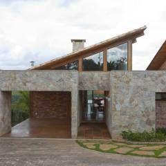 Casa da Montanha 8: Casas rústicas por David Guerra Arquitetura e Interiores