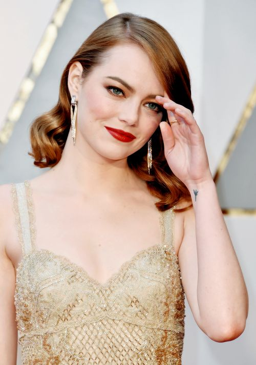 Emma Stone attends the 89th Annual Academy Awards at Hollywood & Highland Center on February 26, 2017 in Hollywood, California
