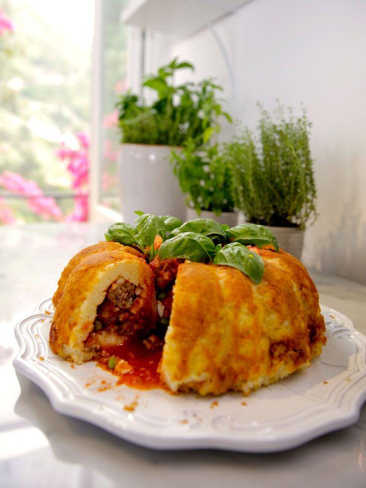 Sartu di Riso recipe from Giada... its like a giant arancini (rice ball stuffed with meat and mozzarella))
