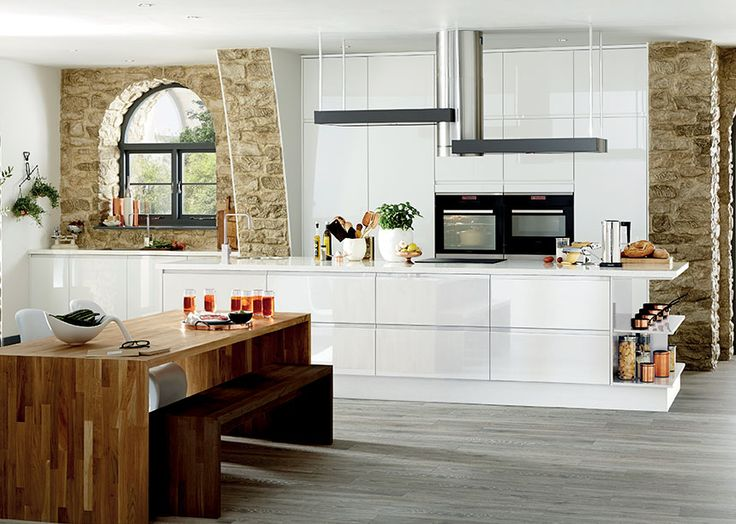 The Bayswater Gloss White Kitchen From Howdens Offers A Modern Feel With Doors And