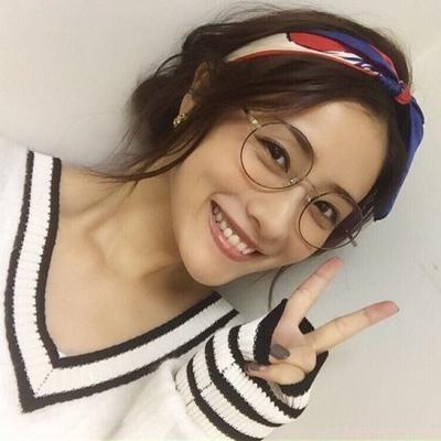 人気ドラマ「校閲ガール・河野悦子」でも活用!スカーフを使った素敵なファッションコーデをご紹介 - Yahoo! BEAUTY