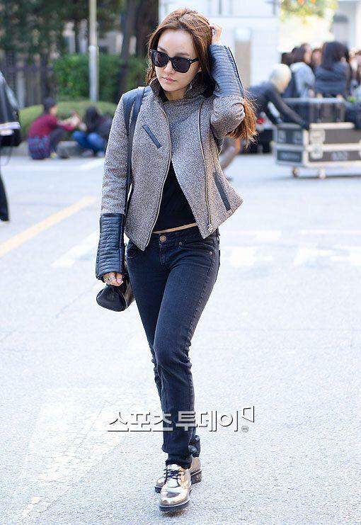 Younha! on the way to Music Bank - 141010
