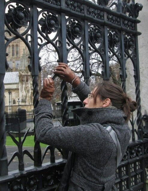 london westminster abbey tourist photographing through the iron fence