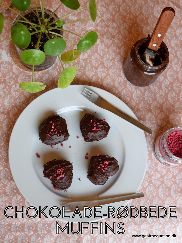 Svampede chokolademuffins afrundet af et strejf af kaffe og rødbedens sødlige jordsmag. Rundet med en blød ganache på toppen. Kan også spises på low fodmap diæten.
