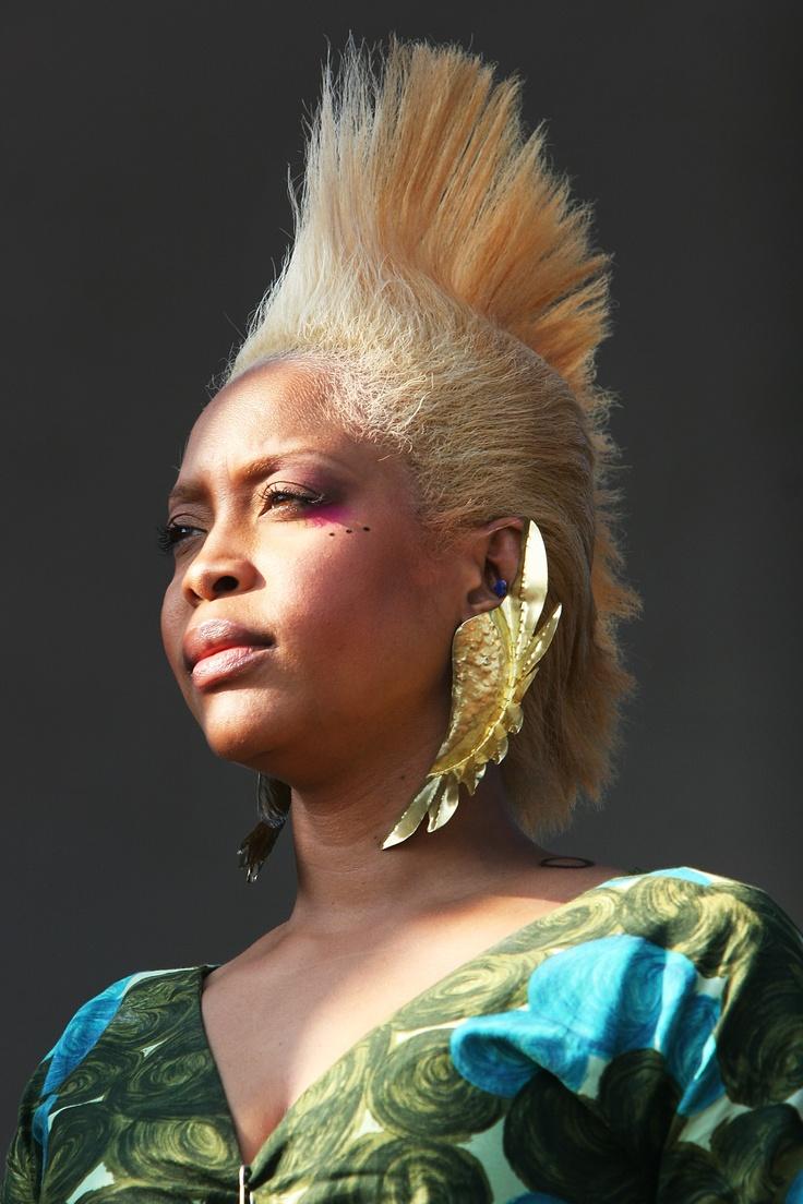 Erykah Badu... goes blonde, rockin the earwings
