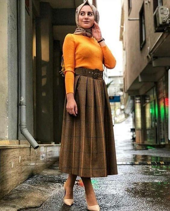 f74c332fdbfd4 Şık Tesettür Kombinleri Kahverengi Uzun Kloş Etek Sarı Kazak Vizon Topuklu  Ayakkabı #tesettür #tesetturgiyim #tesetturkombin #moda #fashion  #fashionblogger ...