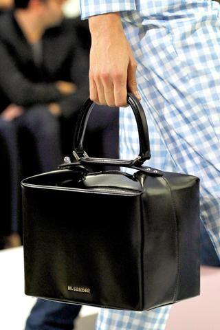 jil sander box bag s/s 12... kind of reminds me of an updated 'doctor bag':