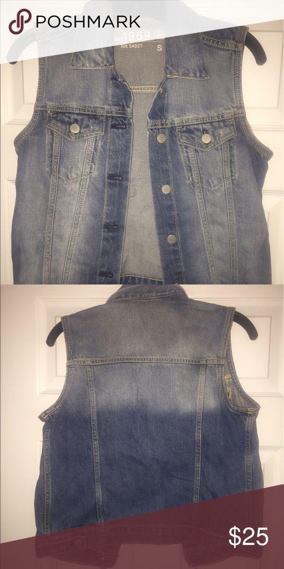 Sleeveless denim jacket Gently worn sleeveless denim jacket from Gap. Size S. GAP Jackets & Coats Jean Jackets
