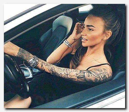 #tattooideas #tattoo patriotic full sleeve tattoos, schwarze und graue amerikanische flagge tattoo, tiger tattoo pro frauen, tätowierung, tätowierung sonne farbe, sexy tattoos im unteren rückenbereich, löwentattoo hinaus welcher seite, seitliche tätowierungen hinaus frauen, indianische armtätowierungen, tribal schulter Designs, Amy Tattoo, Karpfen-Fisch-Tattoo-Designs