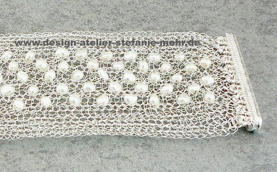 STRICK-ARMBAND silber mit weißen SW-Perlen von smdesignatelier