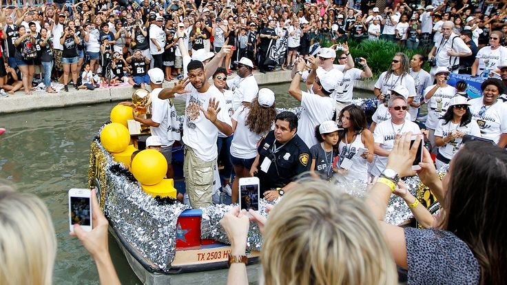 Spurs 'live it up' with float down River Walk