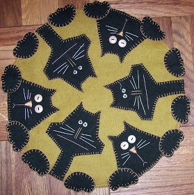 Love it! This is a great inspiration for a Christmas tree skirt!