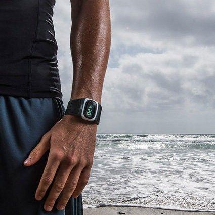 Пульсометр Alpha Black #MiO. Никаких больше нагрудных датчиков, пальцевых сенсоров и проводов. На смену удобные спортивные часы, легко синхронизирующиеся с вашим #iPhone. #sport