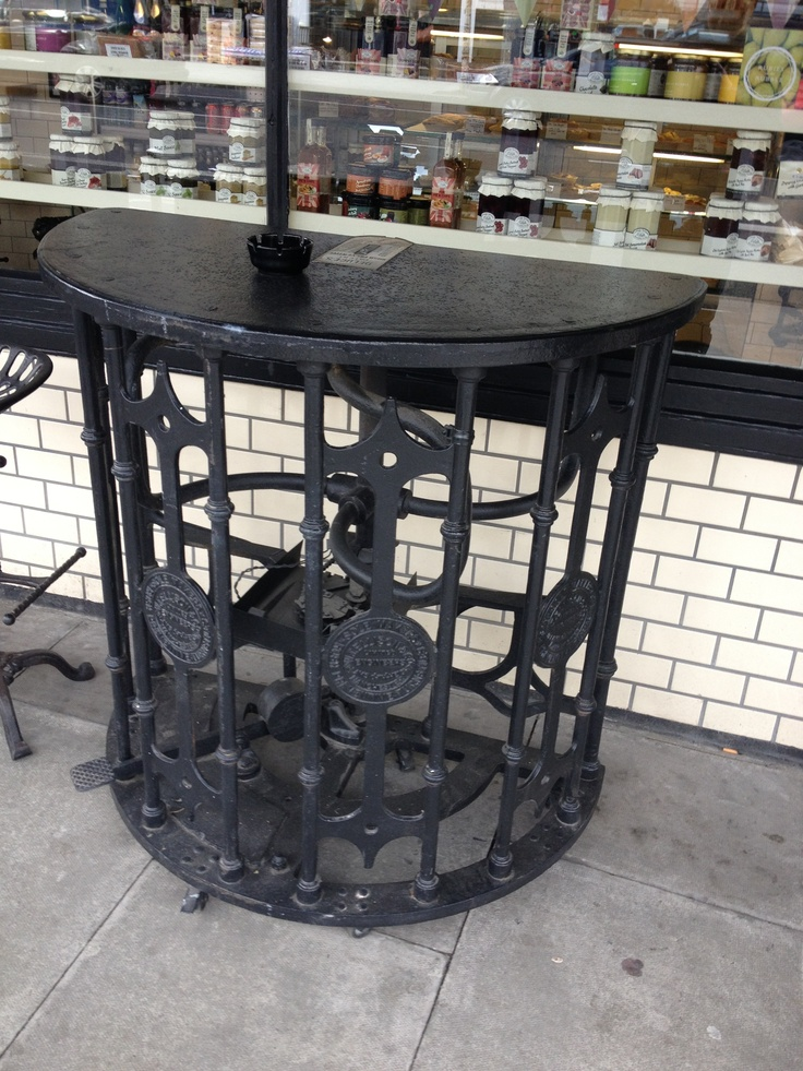Piebury Corner Turnstile Table