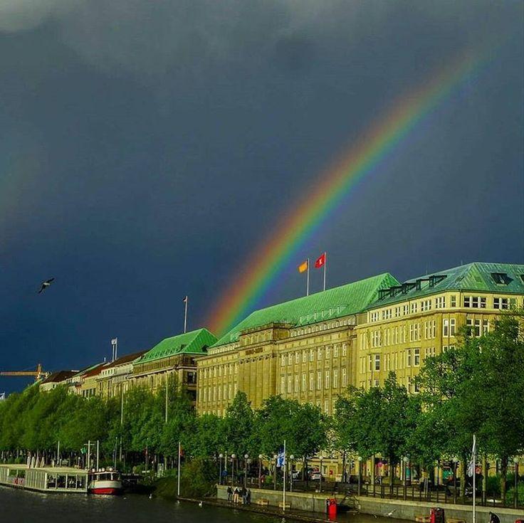 Regenbogen an der Binnenalster in #Hamburg