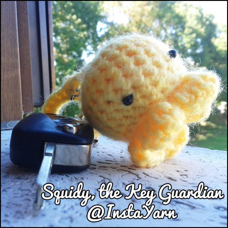 Una seppiolina dolce e carina per tenere protette le chiavi della vostra auto   Kind and cute squidlet to gently hold your car key   #amigurumi # crochet # instayarn #cute #handmade #octocute #squidlet