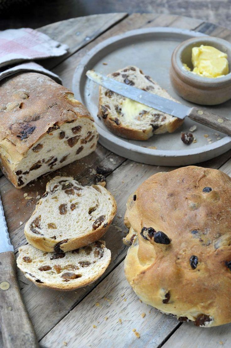 Rozijnenbrood  http://www.njam.tv/recepten/rozijnenbrood