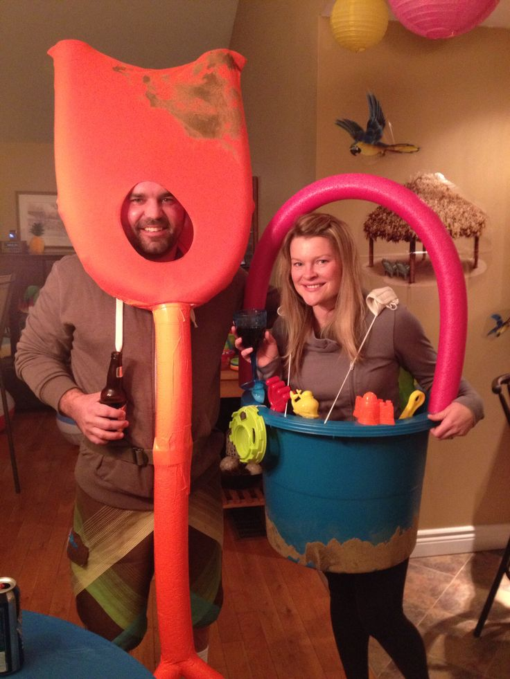 Shovel and pail costumes. Perfect for beach theme party or Halloween.