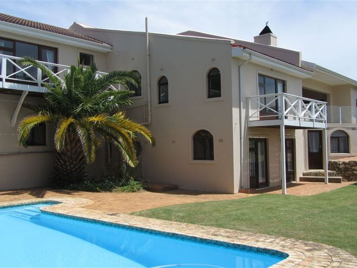 19 Rio - 19 Rio is superbly situated high upon a ridge overlooking the picturesque town of Knysna, with breathtaking 180 degree views of the lagoon, heads and the beautiful Outeniqua Mountains.The house has four ... #weekendgetaways #knysna #gardenroute #southafrica