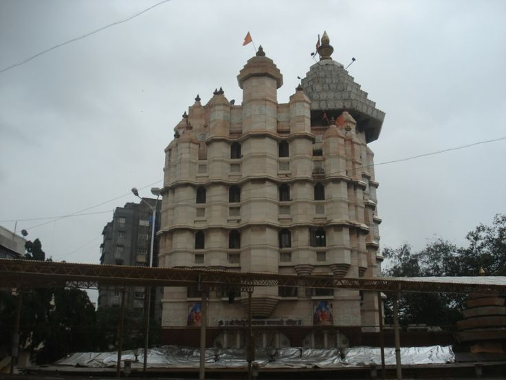 Siddhivinayak Temple of Mumbai also stands firmly in the list of richest temples in India. The temple owns hundreds of kilos gold ornaments and fixed deposits. As per the Puranic legend, the idol of the Presiding Deity, Sri Siddhivinayak, was invoked by Lord Vishnu during his war against the demons Madhu and Kaitabha.