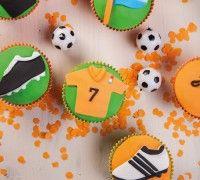 Met voetbalwedstrijden van het Nederlands elftal mogen deze vrolijke cupcakes niet ontbreken!
