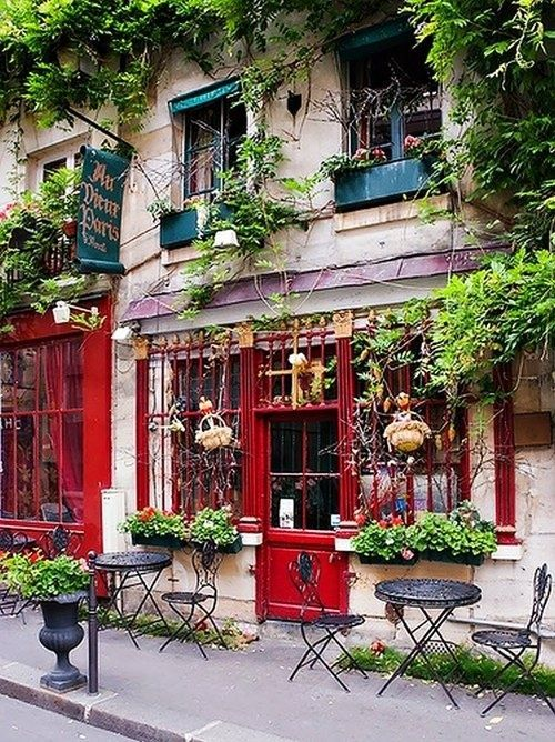 Sidewalk Cafe, Paris, France photo via lauren