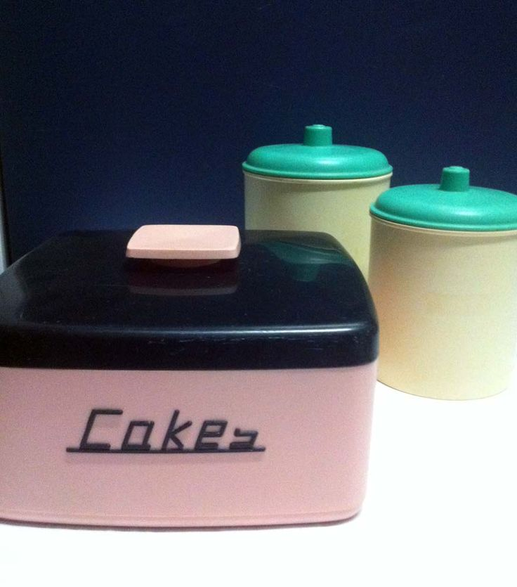 Cake tin and kitchen containers