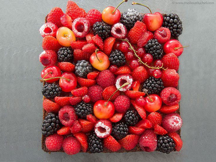 Tarte aux fruits rouges sur son sablé Breton et sa crème d'amandes