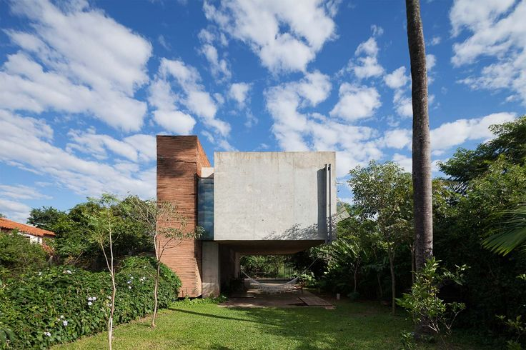Completed in 2010 in Luque, Paraguay. Images by Federico Cairoli, TDA+Alexwood. A young couple and the birth of their first born child trust us to propose their home. Economy and practicality are the basic concepts.  South...