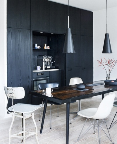 projekty kuchni, styl skandynawski, ciekawe kuchnie, pomysl na kuchnie , scandynavian, kitchen, interior, white: Dining Rooms, Kitchens, Interior Design, Inspiration, Black And White, Interiors, Diningroom, Black Wall