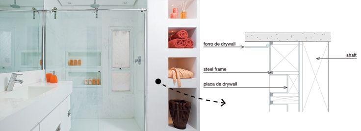 Nichos para objetos e revistas disfarçam o shaft na reforma deste banheiro / Lilian Wexler