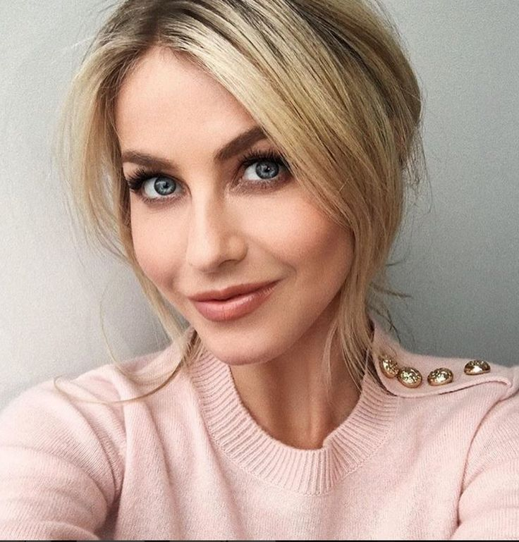 Who made  Julianne Hough's pink sweater?