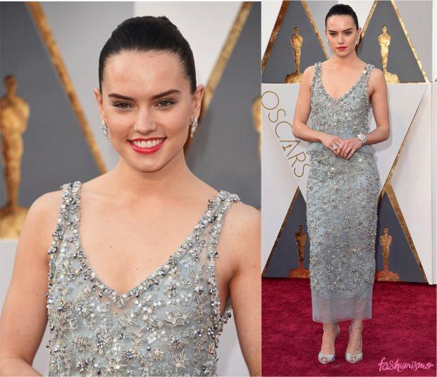 Daisy Ridley, rainha de Star Wars, está estreiando no tapete vermelho do Oscar bem. Tá discreta, mas tá bonita. O vestido pode não ser unanimidade por conta do comprimento, mas é bonito e os acessórios estão implacáveis, das joias ao penteado. Gosto do que vejo.