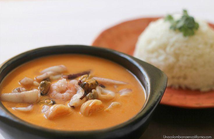 La costa colombiana tiene a la cazuela de mariscos entre sus platos más representativos. Prepararla en casa es posible, gracias a esta deliciosa receta.