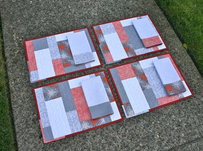 Great little tutorial: Color Blocks Placemats + Napkins Holiday Sew-Along by Elizabeth Hartman at Oh,Fransson! « Sew,Mama,Sew! Blog