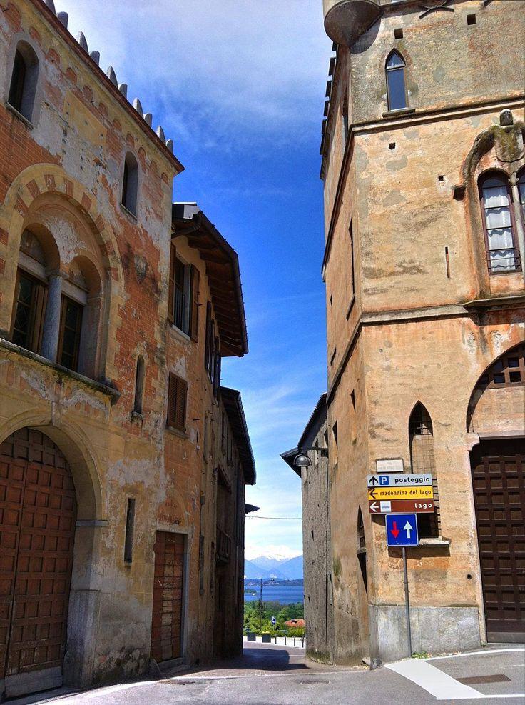 Strettoia del centro storico di Azzate (Va) che da' sul Belvedere, sulla vista più bella (del mondo...?)