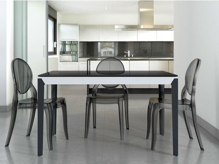 Tanti amici a pranzo? Meglio un tavolo allungabile! Parliamo di forme e dimensioni di questi arredi. http://www.arredamento.it/tavoli-da-cucina-allungabili.asp #tavoli #soggiorni #cucina #pranzo