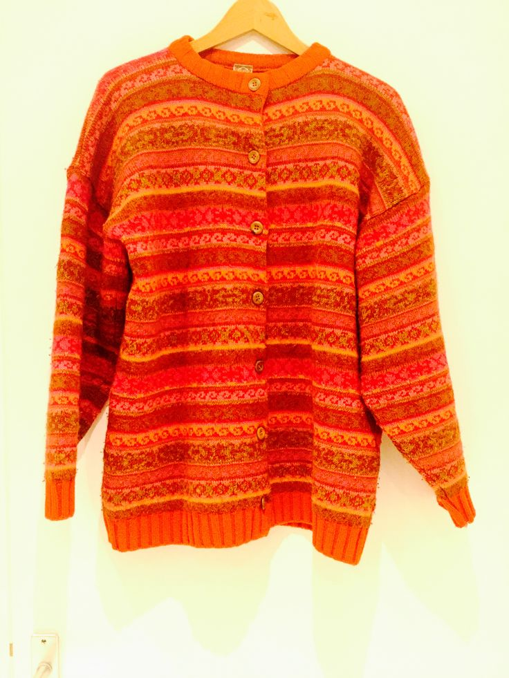 OIily vintage knitted woolen sweater . Size M. Long cut