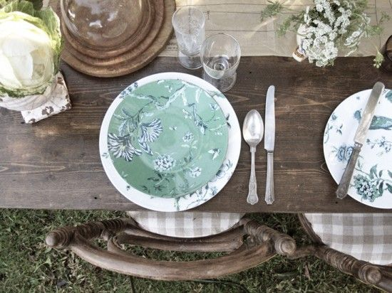 Hanging Tree Wines - Create a bespoke wedding using your own crockery and tableware. Design your own reception exactly as you want it. Hunter Valley wedding venue.