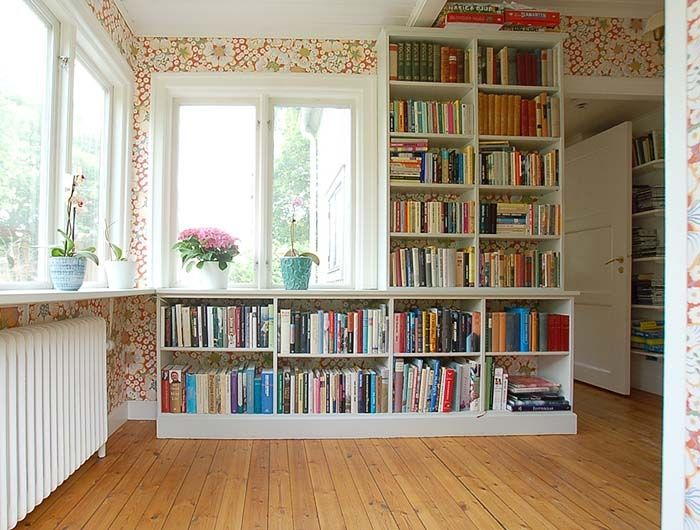 platsbyggd låg bokhylla